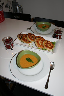 Röd linssoppa med brödsnäcka snabbt