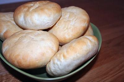 Nybakade mjuka frallor - du har inte sett saftigare bröd