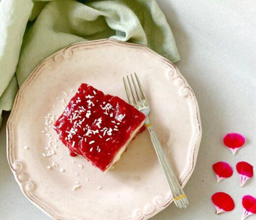 Turkisk dessert med hallon(Irmik tatli)