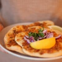 Vegetarisk-lahmacun-med-champinjoner-pizza